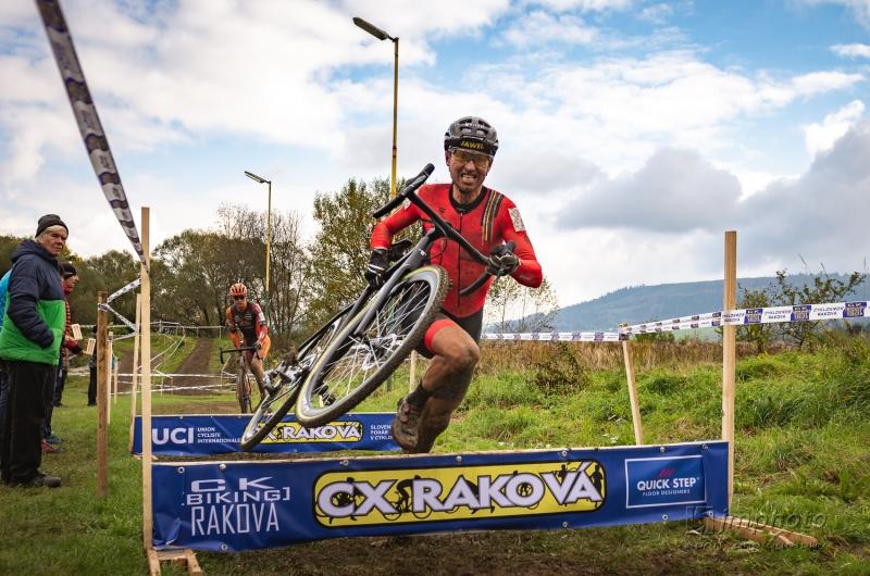 Aj v Rakovej sa cez víkend zišla skvelá cyklokrosová konkurencia