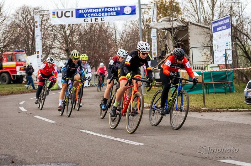 V Trnave odštartovala skrátená cyklokrosová sezóna, prím hrali zahraniční pretekári