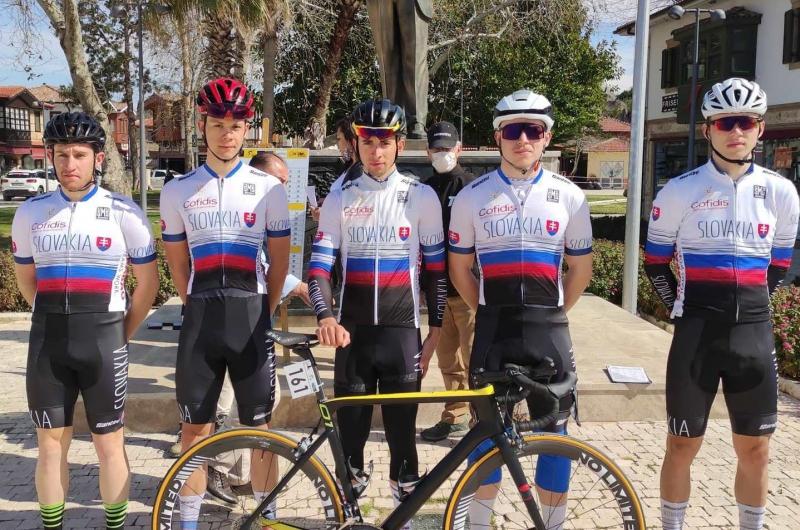 V prípravných pretekoch sezóny boli blízko bodom UCI Medveďová i Haring