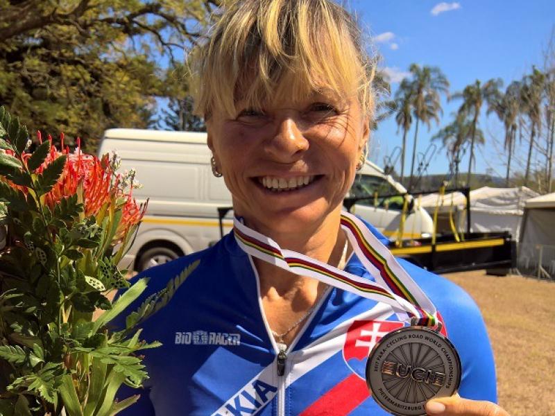 Paracyklisti si z MS prinášajú sériu medailí