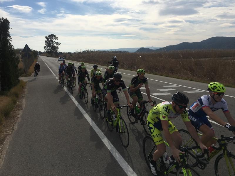 Cestní cyklisti elite a reprezentácia U23 trénujú spoločne v Španielsku