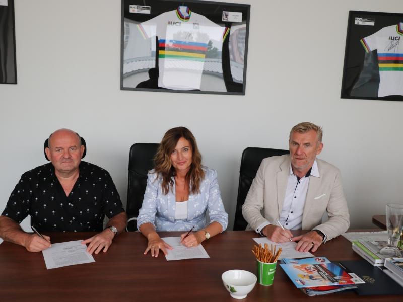 SZC, mesto Prešov a ŠK Velodrom Prešov podpísali zmluvu o rekonštrukcii štadióna